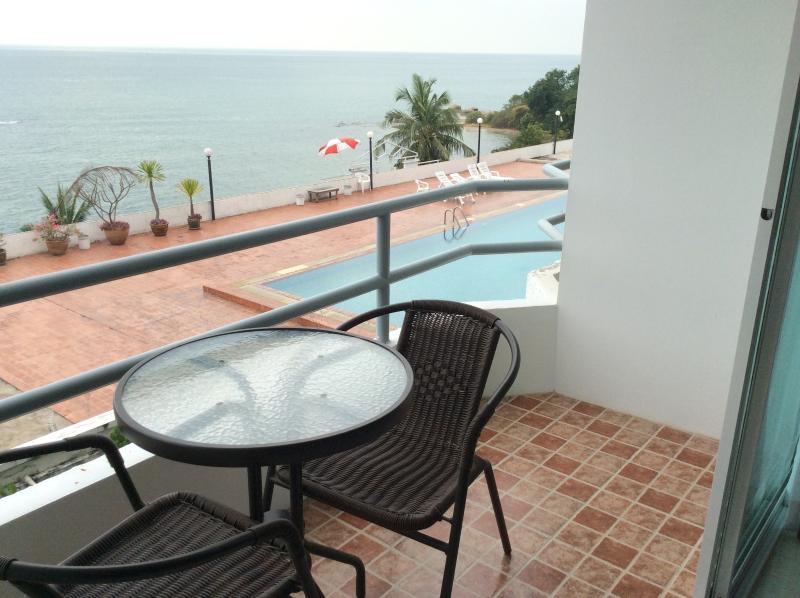 Phla Beach, Ban Chang condo overlooking sea, vacation rental in Ban Chang