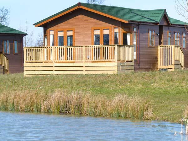 BLENHEIM LODGE, detached, en-suite, fishing lake, luxury accommodation, near, holiday rental in Churchill