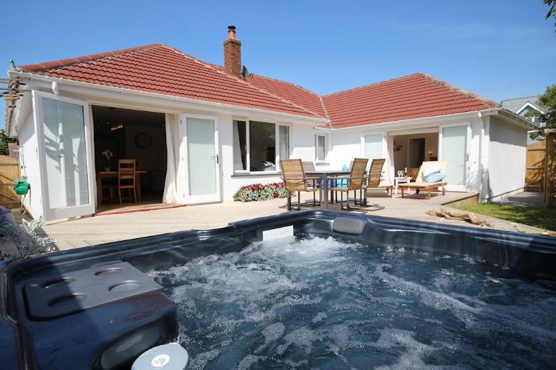 Offshore Croyde Holiday Cottage Hot Tub