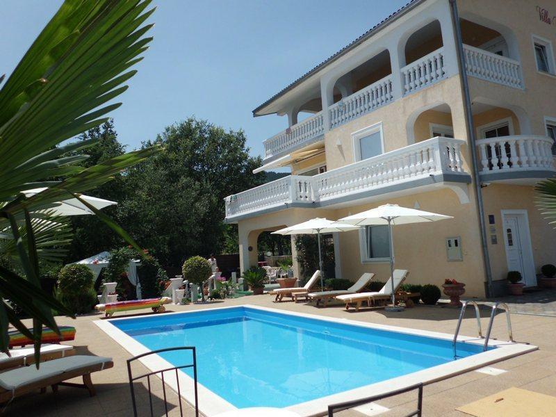 Villa Chiara Icici - Apartment mit Pool, holiday rental in Icici