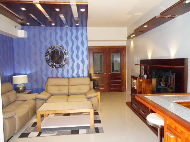 New Lux. 2BR condo across Ayala Mall/Terraces, holiday rental in Cebu Island