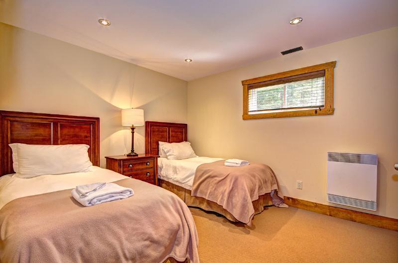 Dormitorio con dos camas planta baja