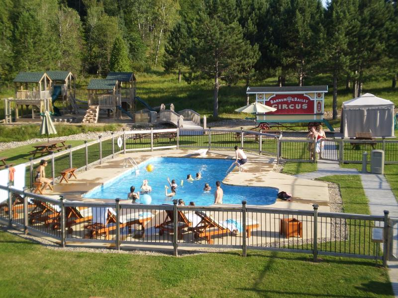 Tienes acceso a todas las instalaciones de Blueberry Lake - esta es la gente de natación