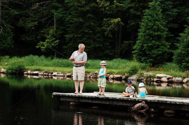 El lago es ideal para nadar, pescar o paseos en barco