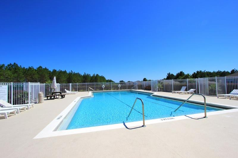 Complimentary Community Pool