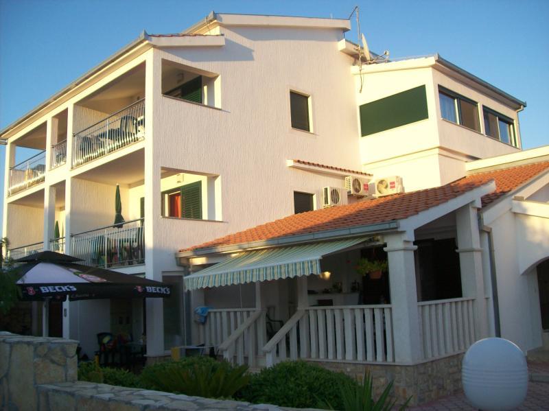 Apartments Karen Apartment A5, vacation rental in Vinisce