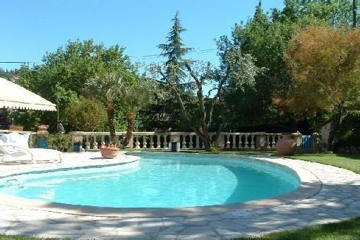 Apartment in a Provencal farmhouse with pool, vacation rental in La Roquette-sur-Siagne