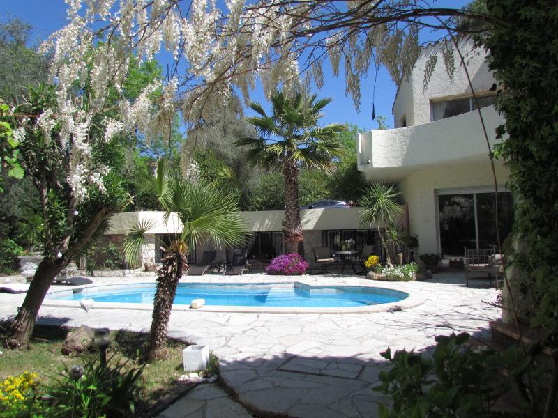 Unique Villa, in Vence, Pet-Friendly, Tranquil, Private, Ferienwohnung in Vence