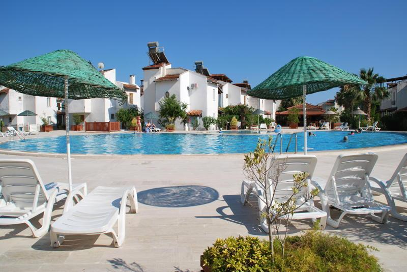 FAMILY HOLIDAY VILLA SHARED POOLS QUIET BEACH, holiday rental in Sarigerme