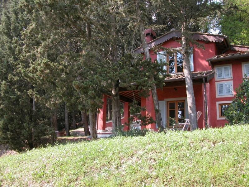Property in Chianti Classico - Red house, aluguéis de temporada em Barberino Val d'Elsa