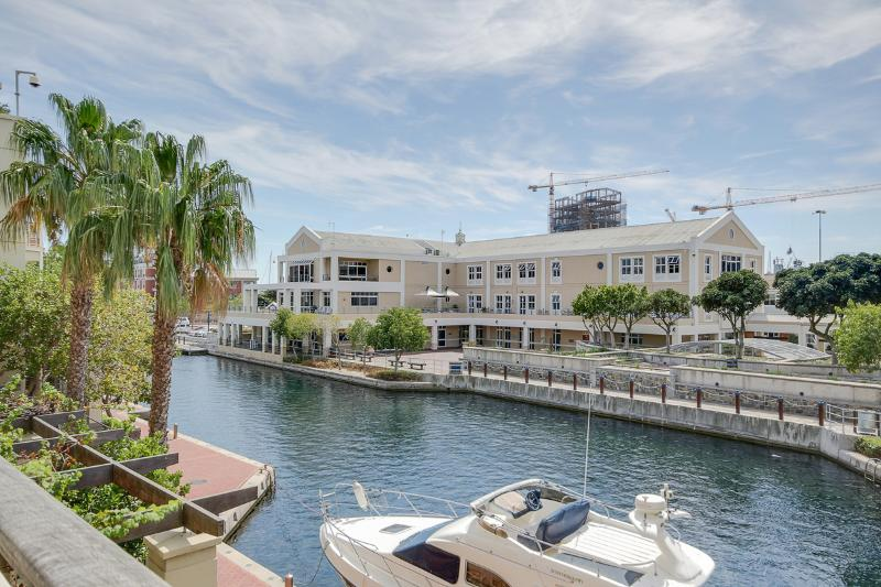 Cape Town V&A Waterfront Apartment -Altmore 104, holiday rental in Cape Town