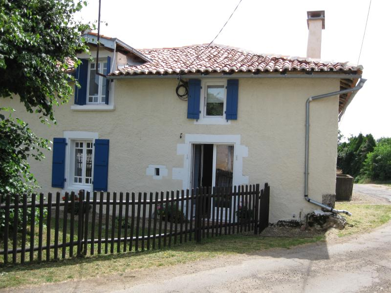 MAISON DES FLEURS, holiday rental in Le Grand-Madieu