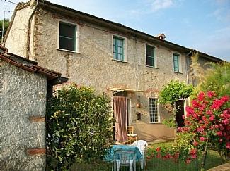 Farmhouse in Tuscany, Pietrasanta, holiday rental in Azzano