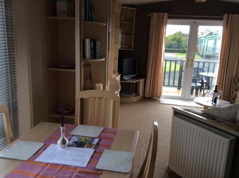 Holiday Caravan in Forfar close to A90, great for sightseeing or family visits, holiday rental in Carmyllie