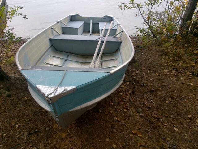 incluye 6 hp motor y bote