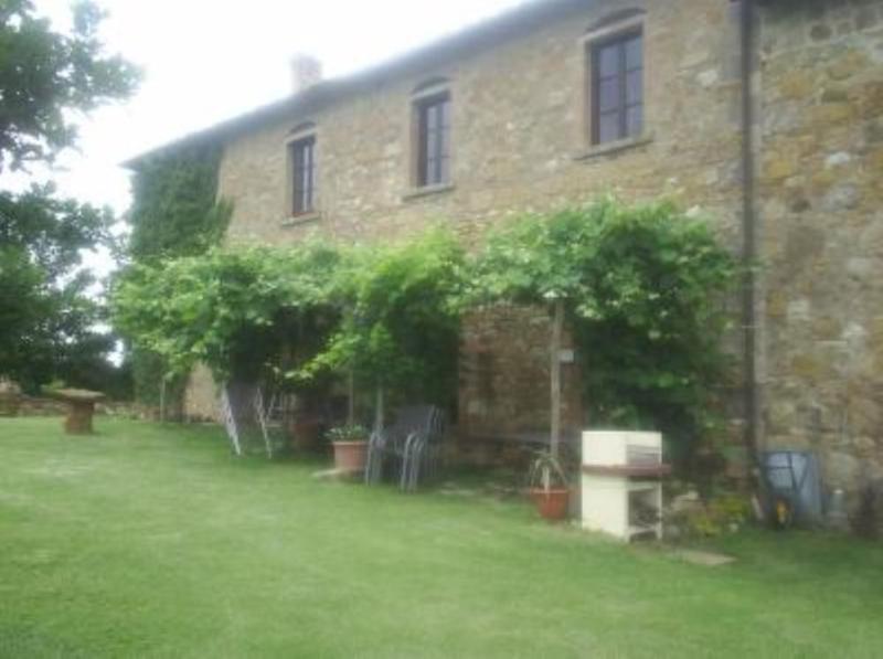 Appartamento con giardino in un oasi di silenzio, location de vacances à Monteriggioni