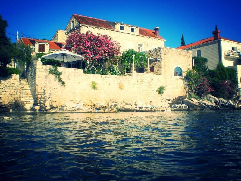 Apartment by the sea Villa Gverovic, alquiler vacacional en Zaton