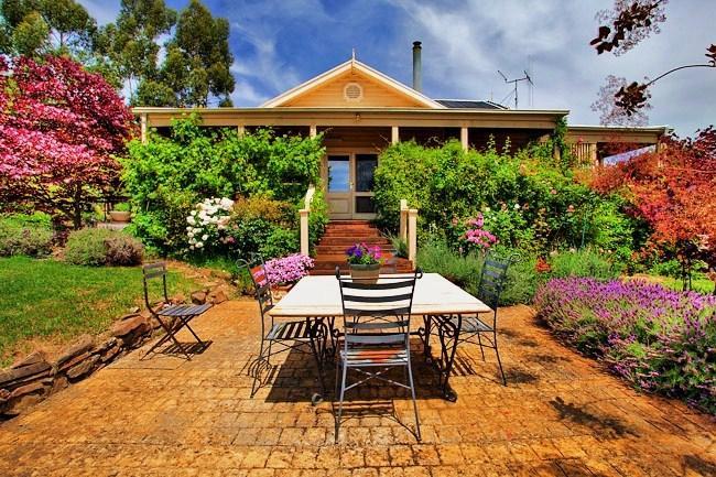 Terrasse für diesen warmen Tag Mittagessen