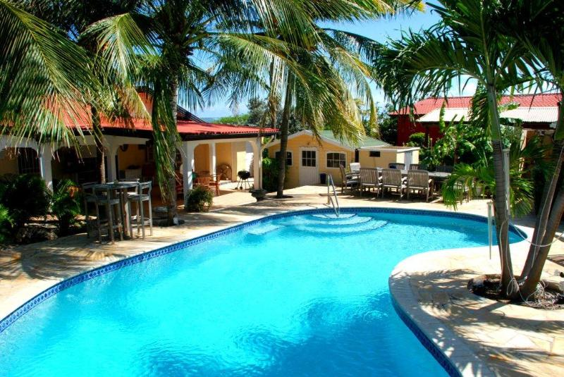 Caribbean Wave 4 bedroom with Private Pool!, location de vacances à Paradera