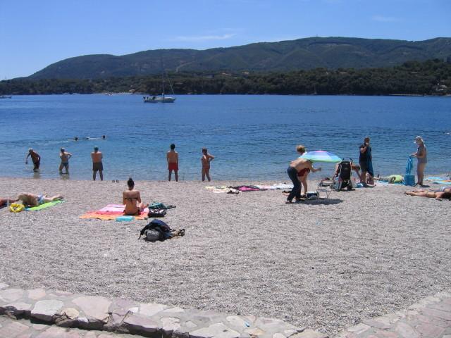 Grande appartamento a 20 mt dal mare, holiday rental in Naregno