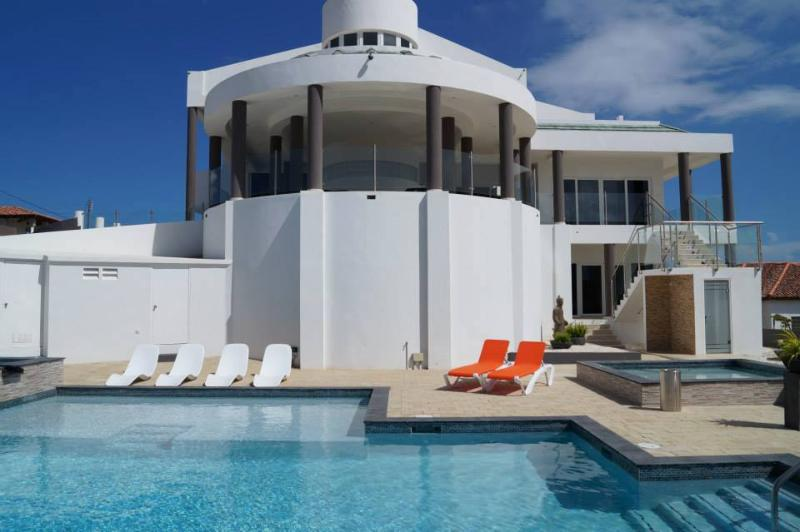 Magnificent mansion with million dollar view of Aruba, holiday rental in Noord