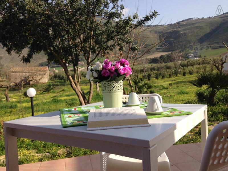 Rural Apartment with kitchen in the hill near Scopello's beaches, holiday rental in Castellammare del Golfo