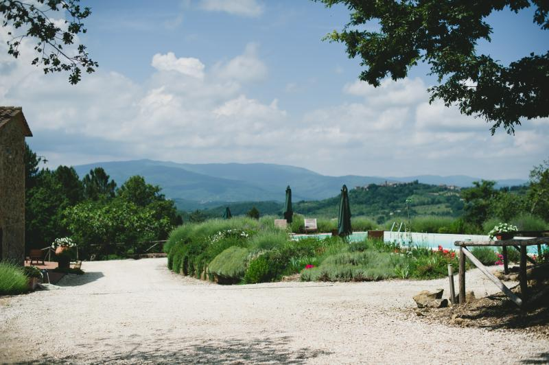 Private Villa with swimming pool in Tuscany, alquiler de vacaciones en Montalcinello
