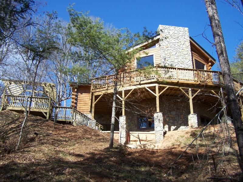 Tatonka Lodge - 2 master suites on a 65 acre bison ranch, holiday rental in North Carolina Mountains