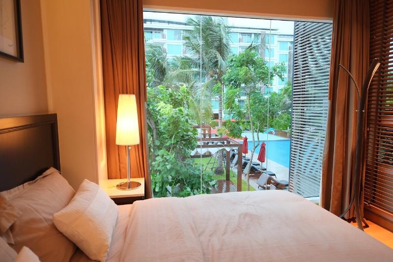 1 Bedroom Modern Style Pool View in Takieb City Center Hua Hin, alquiler vacacional en Ban Khao Takiap