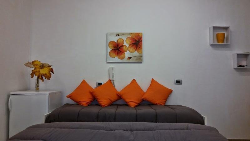Casaulente Camera Ambra, holiday rental in Alcamo