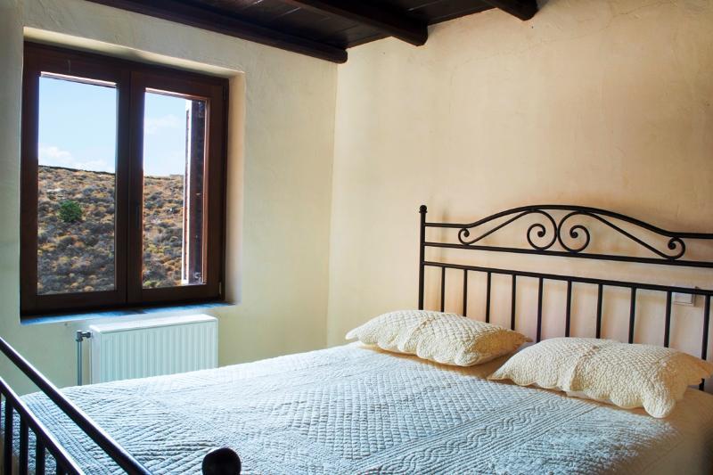 Guestroom bedroom