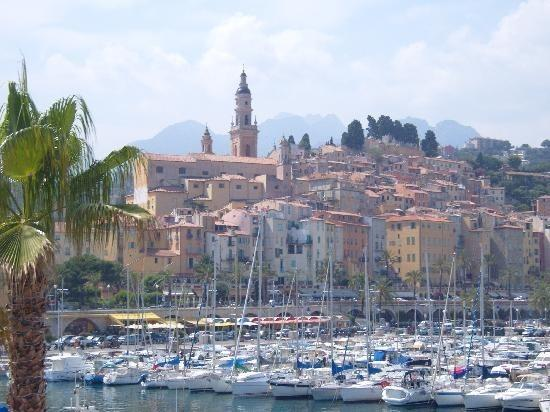A well-appointed period apartment, vacation rental in Menton