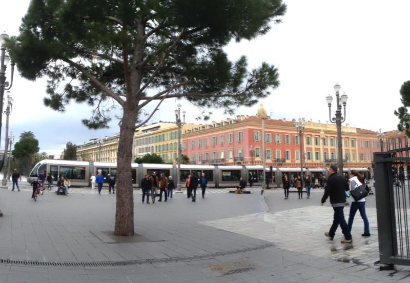 Place Massena 10 minutes walk from the apartment