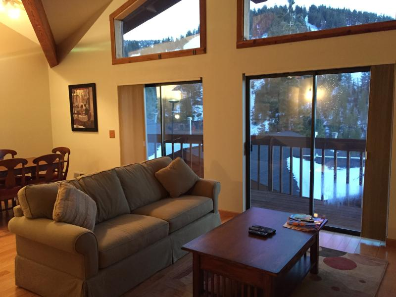 2 Bdr Condo with Lake and Mountain Views, vacation rental in Incline Village