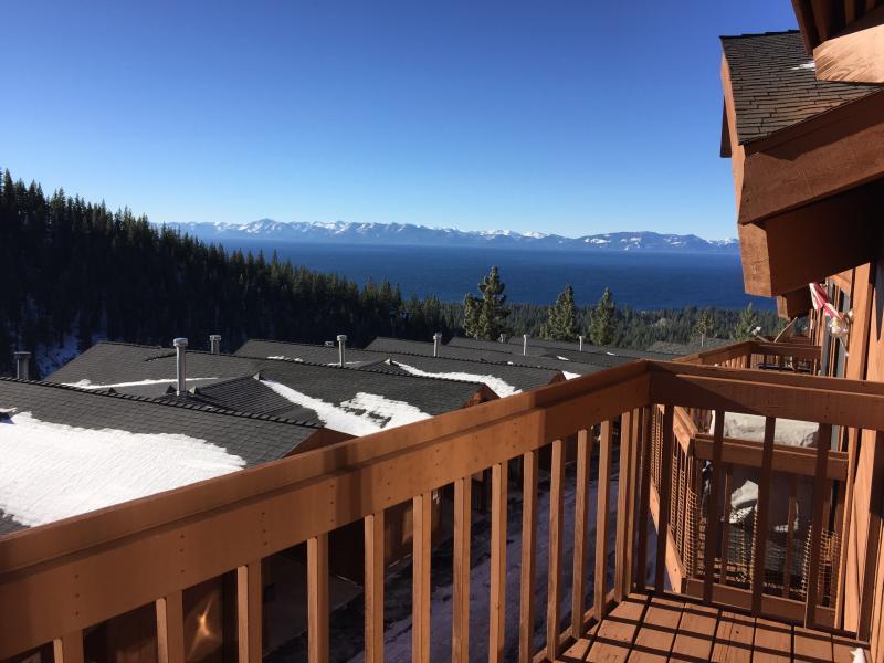 2 Bdr Condo with Lake and Mountain Views, alquiler de vacaciones en Carson City