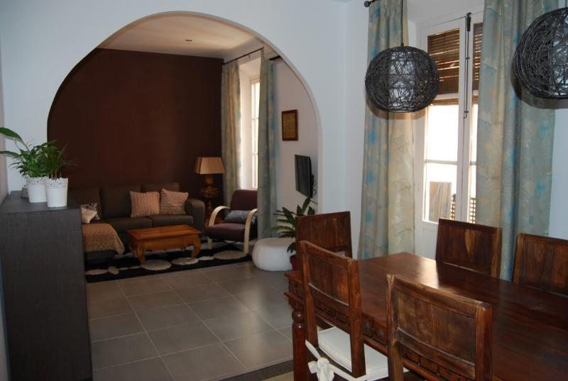 Apartamento con encanto, centro. RTA: VFT/GR/00333, holiday rental in Granada