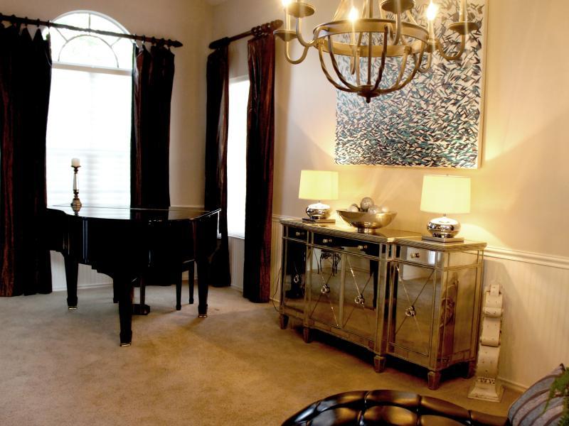 Entrer dans la maison - Voûtes et Baby Grand Piano avec lecture Chaise