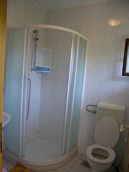 A1-veliki(5): bathroom with toilet
