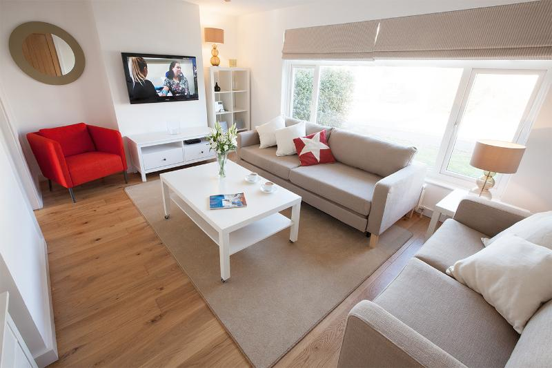 Comfortable lounge with sofa bed and blackout blinds. FreeSat plus Blu-Ray and iPhone speaker