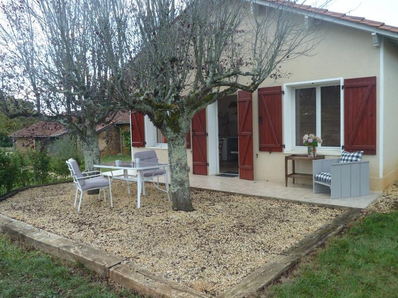 Petite maison en campagne, location de vacances à Bourdeilles