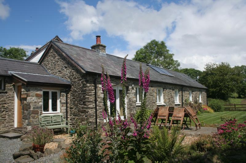 Cwt Mochyn cottage with private garden and patio.