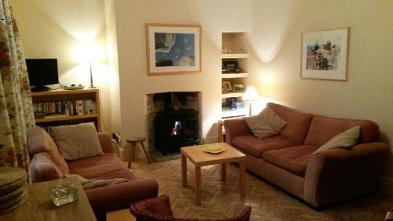Cosy cottage with a view of Beer village and close to the beach!, holiday rental in Beer