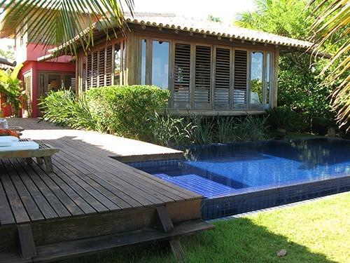 Scenic Waterfront Villa - Overflow Pool & Tropical, holiday rental in Itaguacu da Bahia