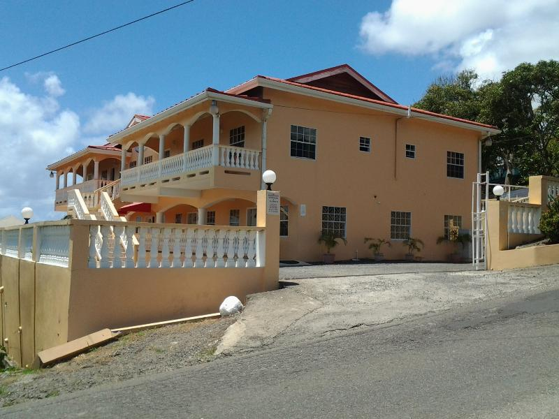 2-bed APT - Aupic Paradise, Vieux Fort, St Lucia, holiday rental in Vieux Fort Quarter