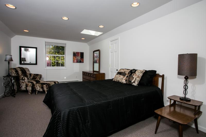 Dormitorio #3 en segundo piso con cama Queen Size (vista 1)