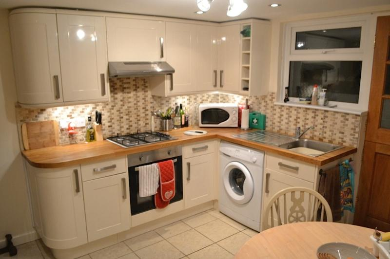 Modern, well-equipped kitchen plus dining area.
