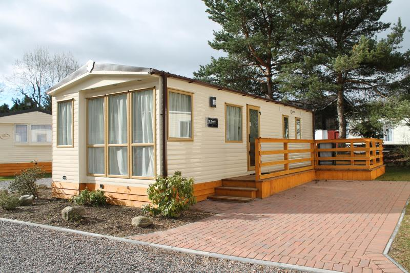 Delux 6 Berth St. David Caravan., vacation rental in Boat of Garten