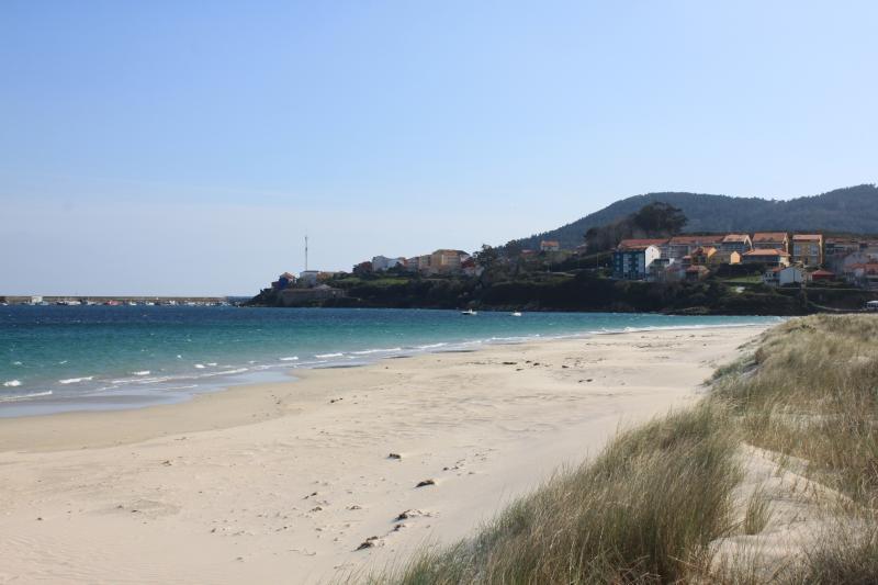 Vista derecha de la playa. Al fondo Finisterre