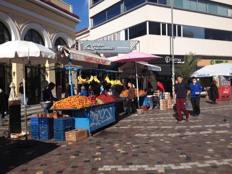 The neighbourhood : Monastiraki Square and the entrance of the Flea Market
