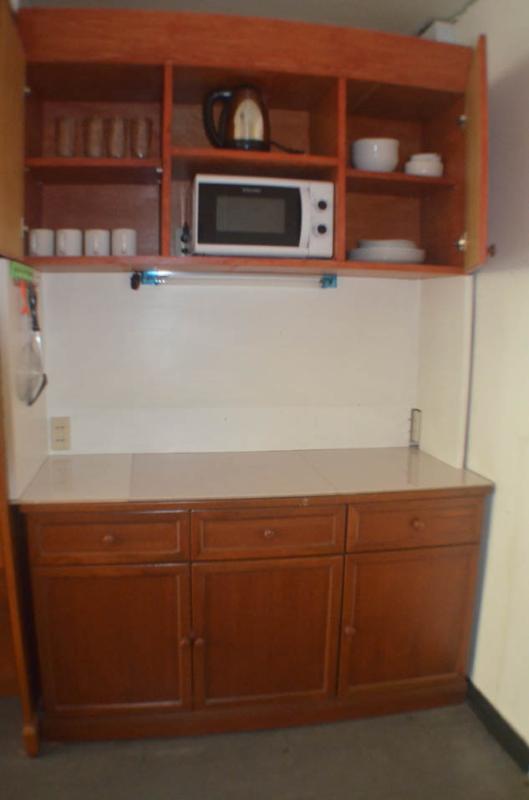 cucina con forno a microonde, ecc